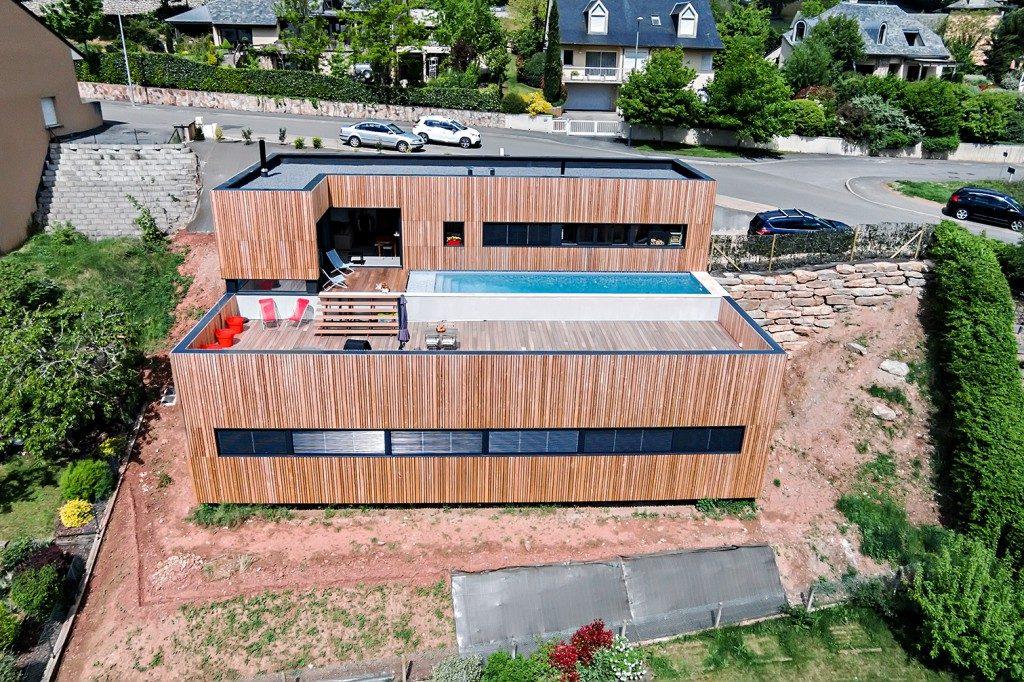 Maison individuelle cardaillac dans la pente par hugues for Maison en beton banche