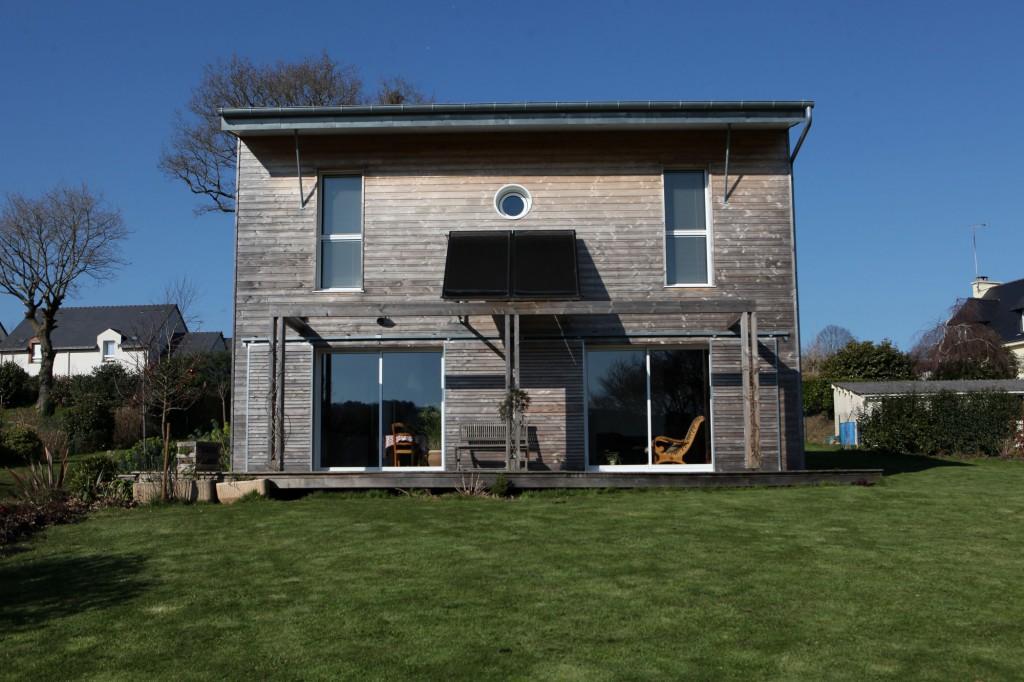une maison bioclimatique au coeur du pays de vannes par patrice bideau architecte. Black Bedroom Furniture Sets. Home Design Ideas