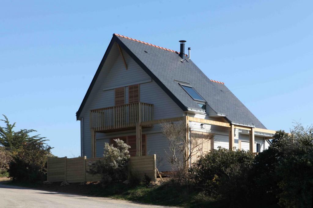 Une maison bioclimatique dans le golfe du morbihan par a for Le architecte