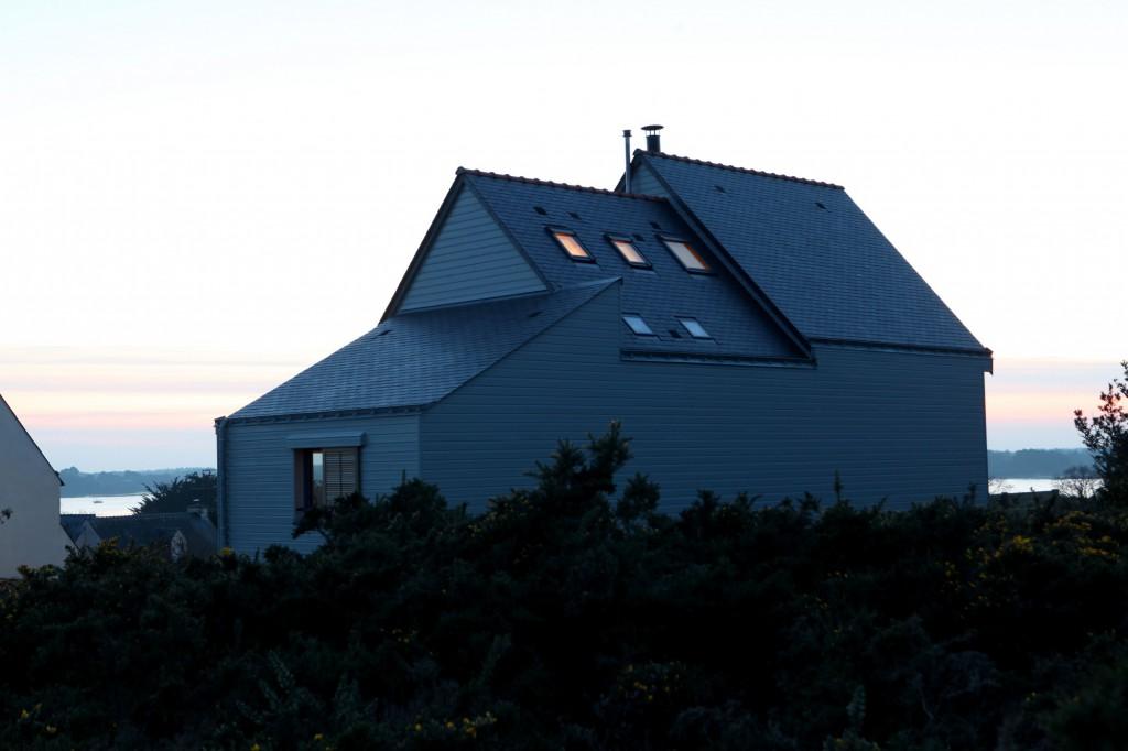 une maison bioclimatique dans le golfe du morbihan par patrice bideau architecte dplg. Black Bedroom Furniture Sets. Home Design Ideas