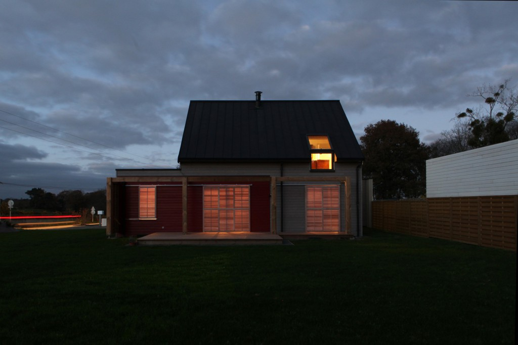 une maison rt 2012 pres de sainte anne d auray en bretagne par patrice bideau. Black Bedroom Furniture Sets. Home Design Ideas
