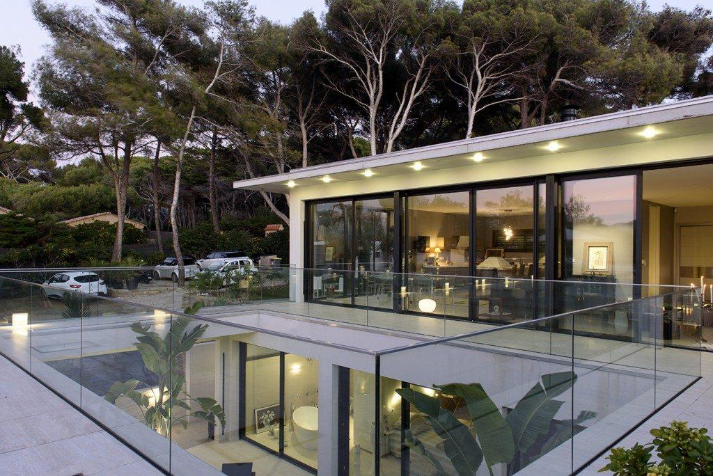 villa gp en bord de mer var par fr d rique pyra architecte maison d 39 architecte. Black Bedroom Furniture Sets. Home Design Ideas