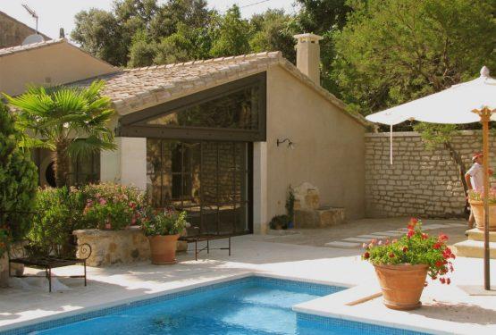 Restauration d'un ancien mas de campagne + Extension avec pool house (13), par Renaud & Mognetti