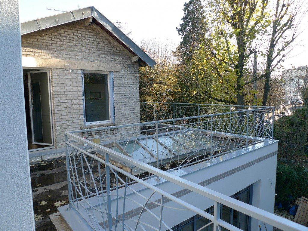 extension d une petite maison meudon par lanlo partenaires maison d 39 architecte. Black Bedroom Furniture Sets. Home Design Ideas