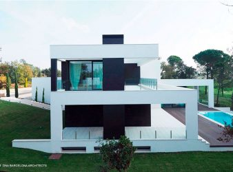 LUXURY HOUSE PGA GOLF 09 GIRONA, SPAIN, par DNA Barcelona Architects