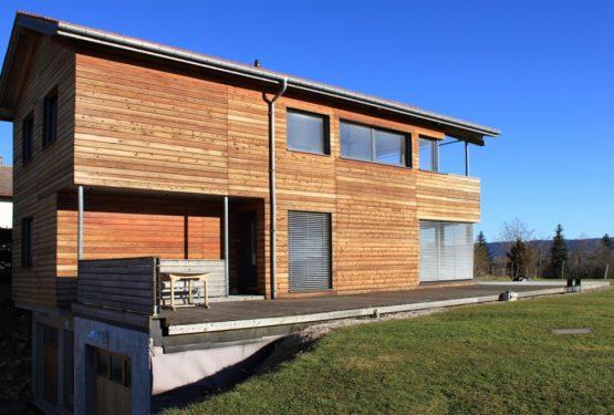 Maison en bois sur les crêtes du Jura, par CAMBIUMS