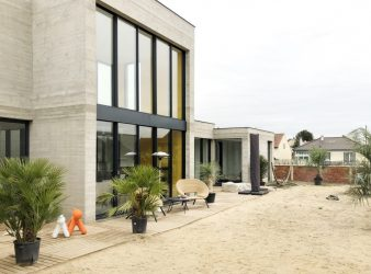Maison Patio en Béton – RT 2012, par SKP architecture